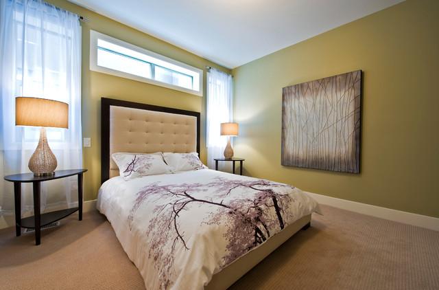 استفاده از تابلو های مختلف برای ایجاد زیبایی در اتاق خواب