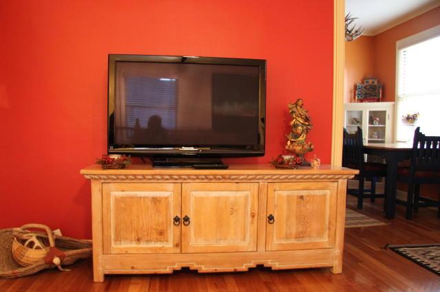 رنگ دیوار پشت تلویزیون