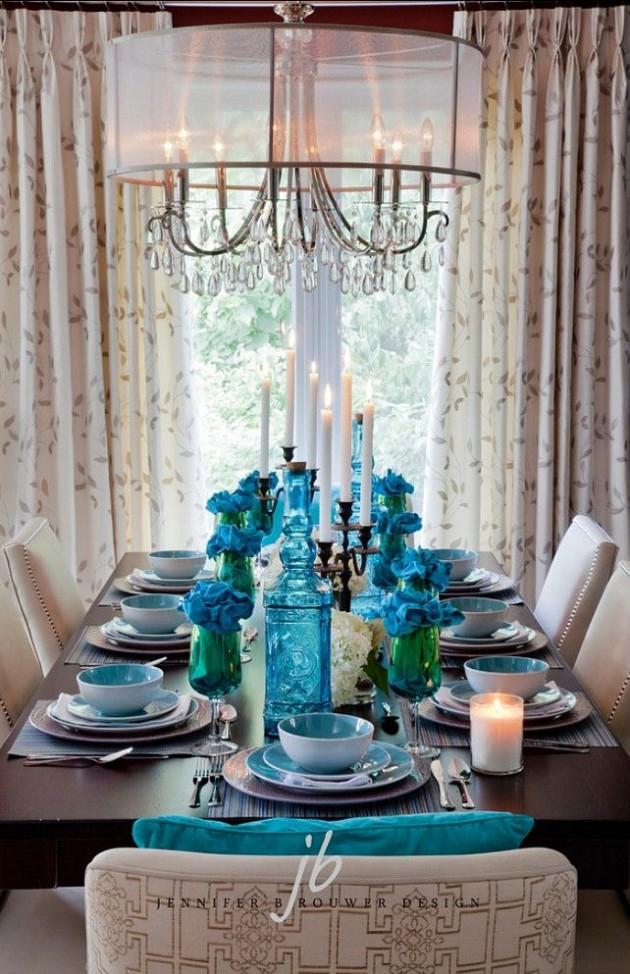 شما میتوانید از رنگ فیروزهای در جزئیات کوچکی در کنار رنگ پالت رنگی اتاقتان استفاده کنید و فضای یکنواخت اتاق را در هم بشکنید. شما میتوانید با کمک کوسنها، آباژورها، ظروف سفالی، گلدان و آثار هنری رنگ فیروزهای را به دکوراسیونتان اضافه کنید و رنگ و روح تازهای به اتاقتان دهید.