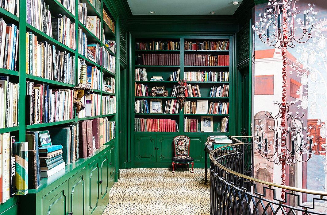کتابخانه شیک در منزل