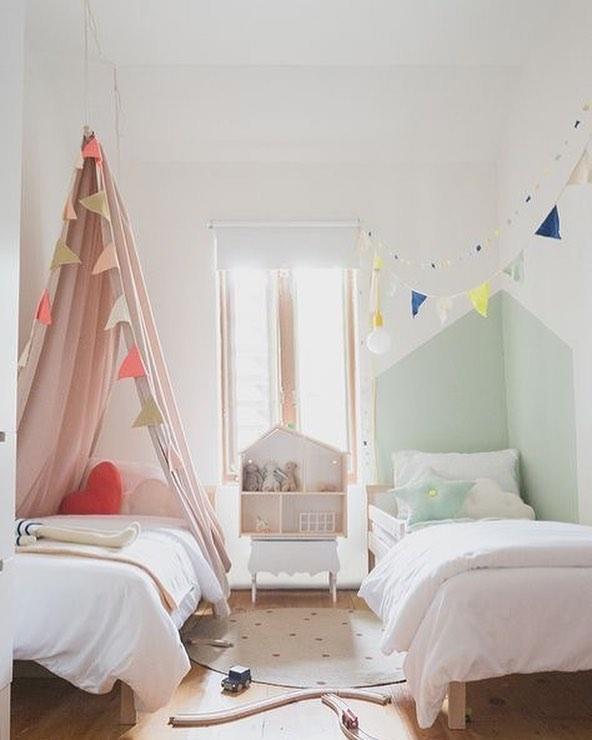 اتاق خواب دخترانه نوجوان ساده